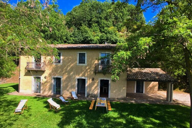 Villa met zwembad met wifi  Sermugnano  Vrijstaand huis met privé tuin, mooi uitzicht over vallei en zwembad