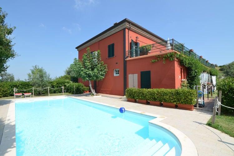 Appartement met zwembad met wifi  Passano di Coriano  Appartement in agriturismo met zwembad en schitterend uitzicht over de glooiende heuvels