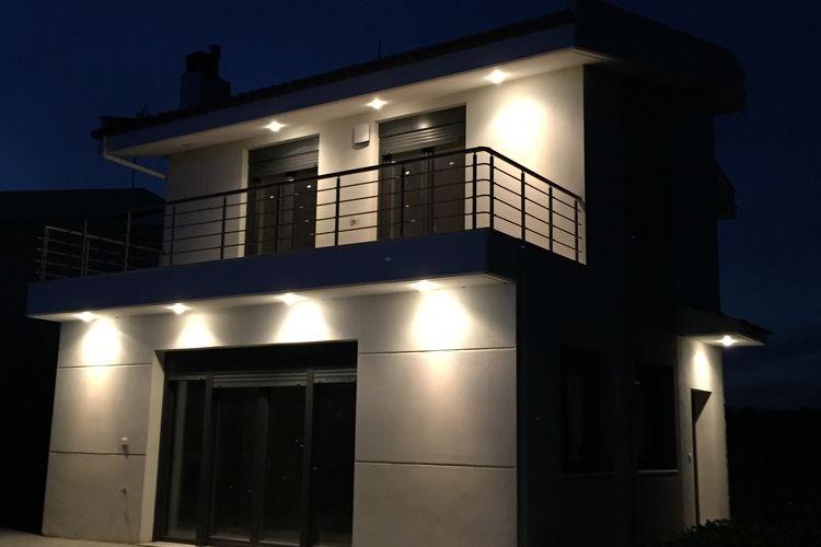 Ref: GR-57500-01 3 Bedrooms Price