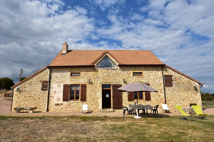 Vakantiewoning huren in Bourgogne -   met wifi  voor 5 personen  Via een landweggetje komt u uit bi..