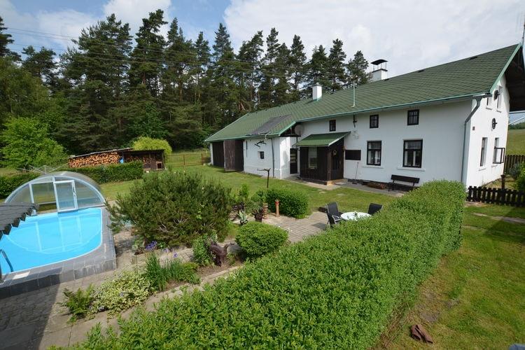 Všelibice Vakantiewoningen te huur Ruim huis met verwarmbaar zwembad en omheinde tuin. Overdekt terras met BBQ