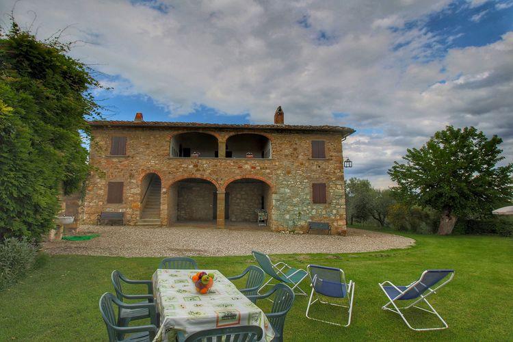 Woning met enorme tuin en royale loggia op landgoed met olijfbomen en kasteel