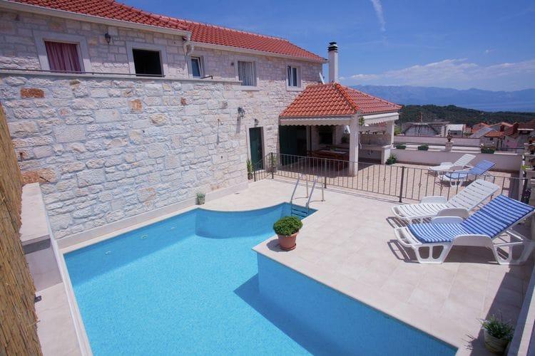 Villa met zwembad met wifi aan zee Selca  Marija