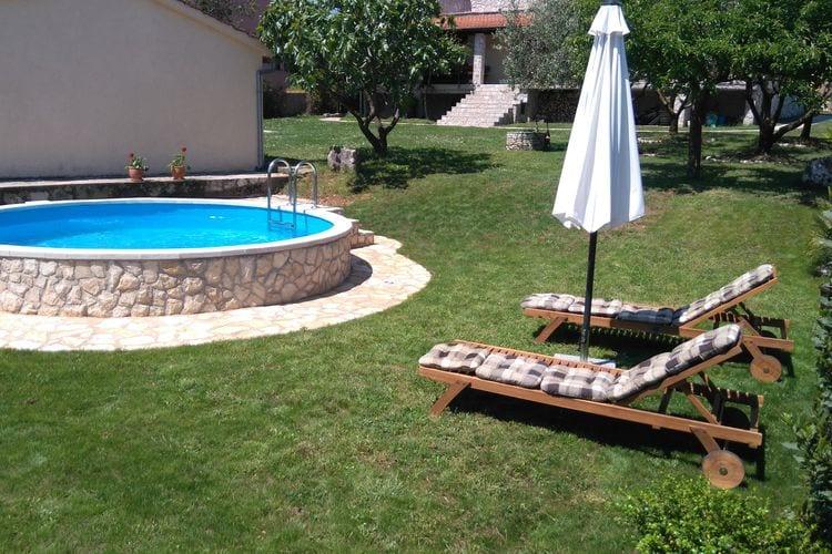 Kroatie Vakantiewoningen te huur Comfortabel huis met zwembad en tuin, overdekte barbecue en een eethoek
