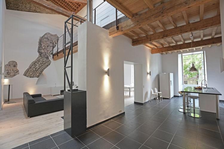 Languedoc-Roussillon Vakantiewoningen te huur Adembenemende loft in een klooster midden in dorp met parktuin en zwembad