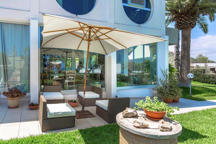 Sicilia Villas te huur Villa dichtbij het prachtige strand van Lido di Noto met barbecue in de tuin