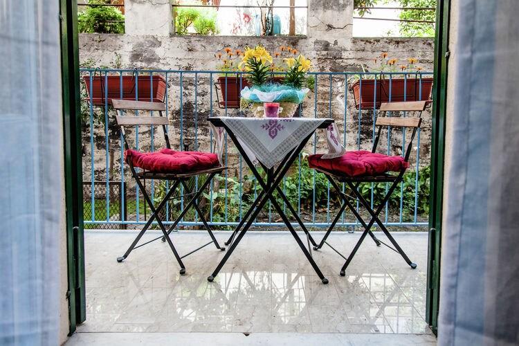 Acireale Vakantiewoningen te huur Stijlvol ingericht appartement in centrum van barok Acireale vlakbij zee.
