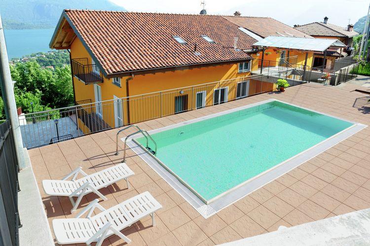 Italiaanse Meren Vakantiewoningen te huur 3-kamer appartement met gedeeld zwembad, een groot balkon en een fantastisch uitzicht op het meer.