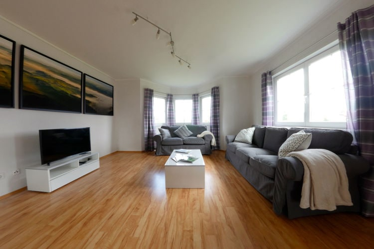Ref: LU-9151-01 3 Bedrooms Price