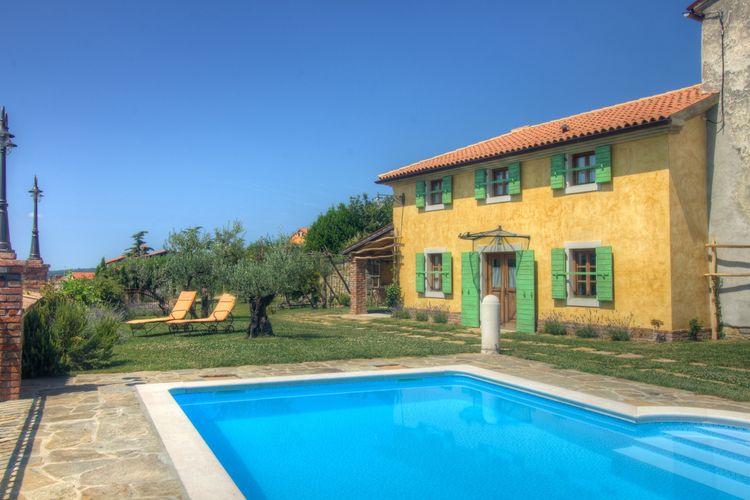 Villa met zwembad met wifi  Marezige (koper)  Smaakvolle villa met gezamenlijk zwembad, 15 km van zee en strand