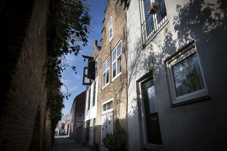 Middelburg Vakantiewoningen te huur Sfeervol monumentaal vakantiehuis midden in het centrum van Middelburg.