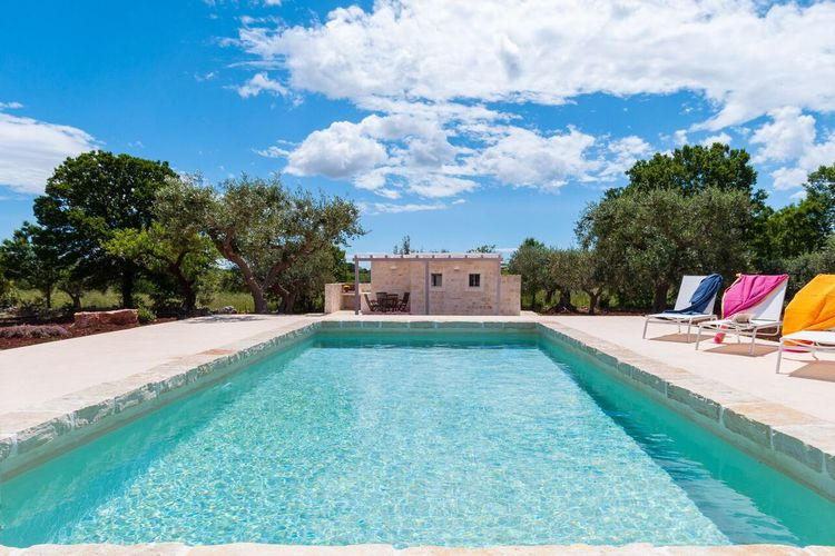 Typische Trullo in Alberobello met privé zwembad, tuin met prieel en barbecue