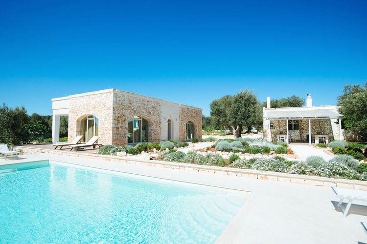 Luxe vrijstaande villa met privé zwembad en tuin en dichtbij Ostuni