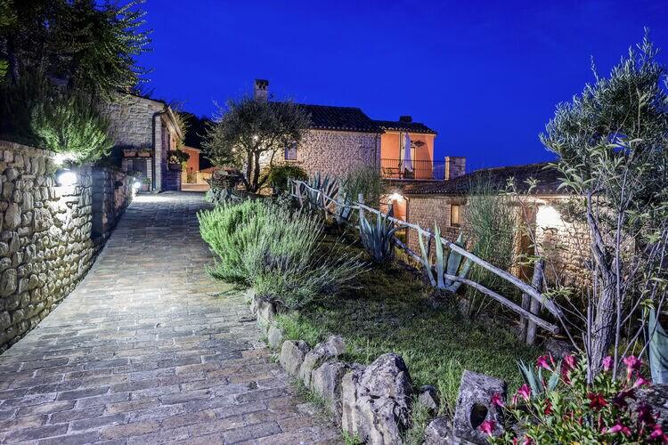 Vakantiehuizen Italie | Marche | Vakantiehuis te huur in Monte-san-Martino met zwembad  met wifi 6 personen