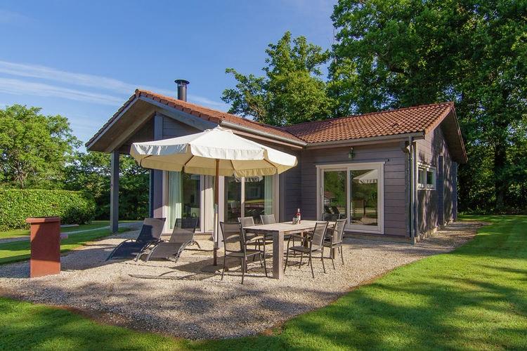 Limousin Vakantiewoningen te huur Luxe privé villa op een kleinschalig domein met verwarmd zwembad en tennisbaan.