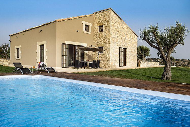 Ragusa Vakantiewoningen te huur Vakantiewoning met prive zwembad bij Ragusa niet ver van het Kasteel Donnafugata
