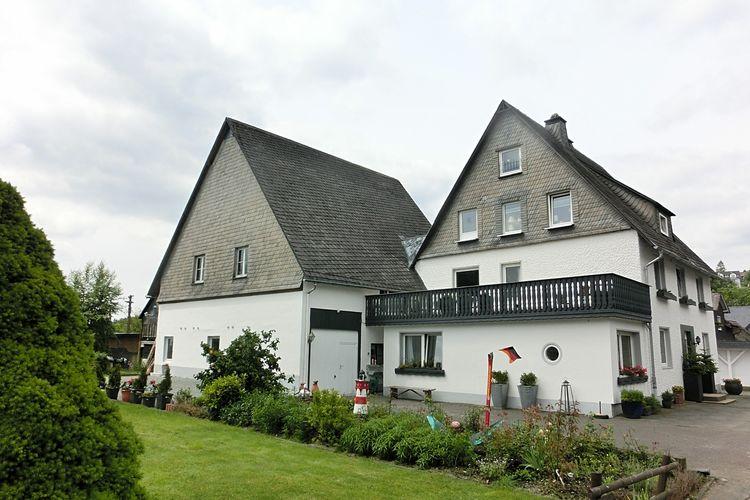 Winterberg ot Neuastenberg Vakantiewoningen te huur Een grote groepsaccommodatie bij Winterberg met wooncomfort - lounge, tuin, Wifi