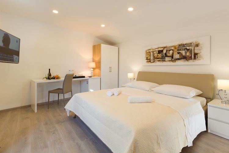 Split Vakantiewoningen te huur Luxe slaapkamer in het hart van Split met balkon, een flatscreen-tv, airco en wifi