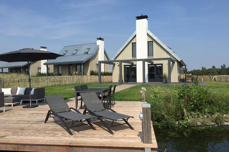 Luxe villa met sunshower, sauna en whirlpool gelegen aan het water