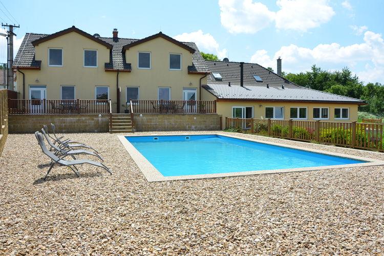 Zuid- en midden- Moravi Vakantiewoningen te huur Ruime, comfortabele villa met zwembad, terras en bbq