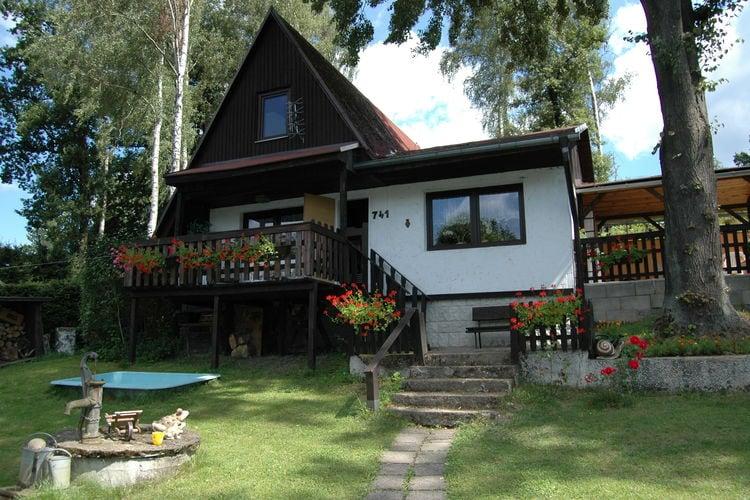 Liberec Vakantiewoningen te huur Gezellige blokhut onderaan de berg Ještěd, slechts 600 meter van het meer