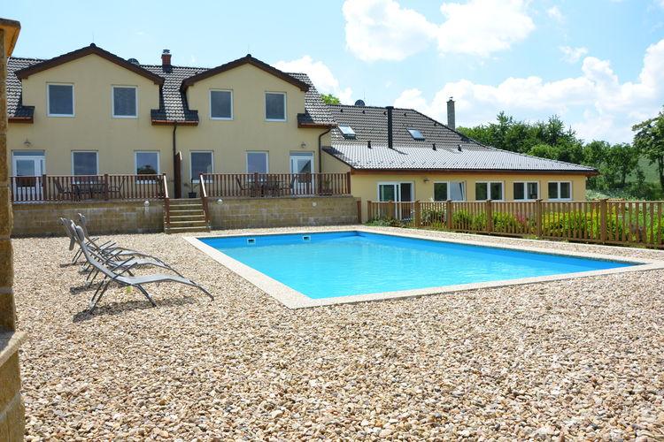 Zuid- en midden- Moravi Vakantiewoningen te huur Luxe huis met verwarmbaar zwembad. Eigen terras met barbecue