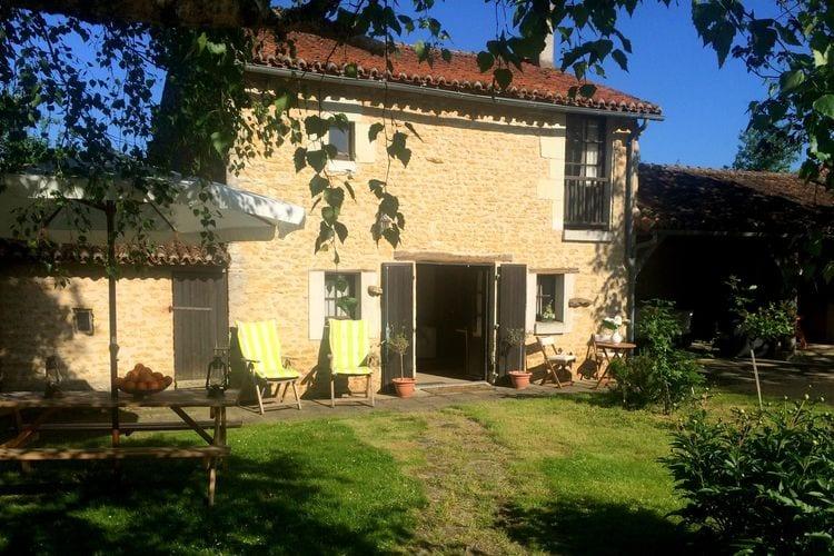 Pays de la loire Vakantiewoningen te huur Natuurstenen vakantiehuis nabij Chinon en Poitier.10km van een recreatiemeer