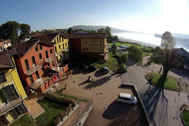 Italiaanse Meren Appartementen te huur onderhouden appartement in een complex op de oevers van het meer van Comabbio