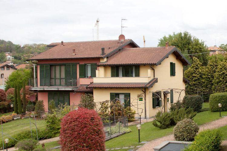 Vrijstaande villa in een residentie op slechts 100 meter van het kleine meer van Comabbio