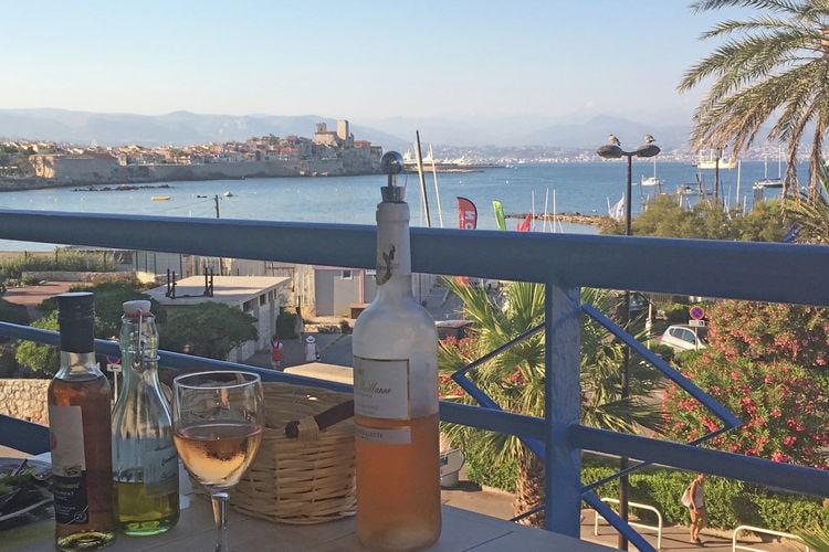 Antibes Vakantiewoningen te huur Luxe en modern appartement met airco en zeezicht, op 50 meter van het strand en de boulevard
