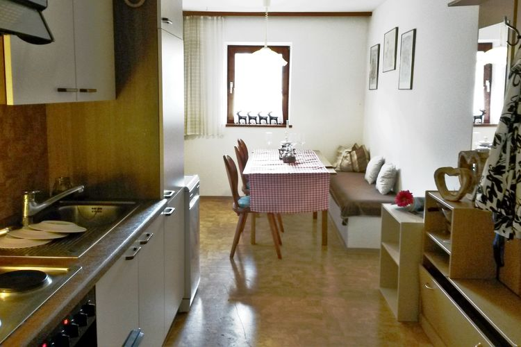 Ref: AT-5671-18 6 Bedrooms Price