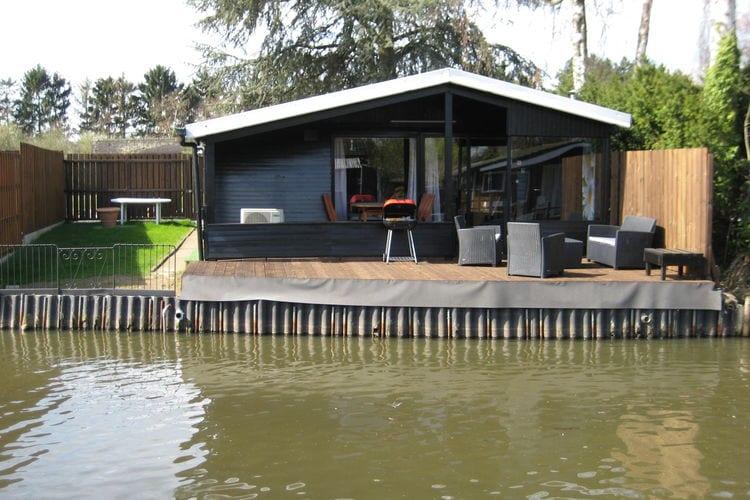 Vakantiewoning  met wifi  Geel  Modern chalet op een klein park, direct aan een visvijver waar gevist mag worden