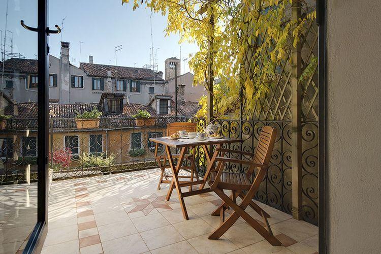 Venezia Vakantiewoningen te huur Centraal in Venetië bij de belangrijkste attracties met een eigen terras