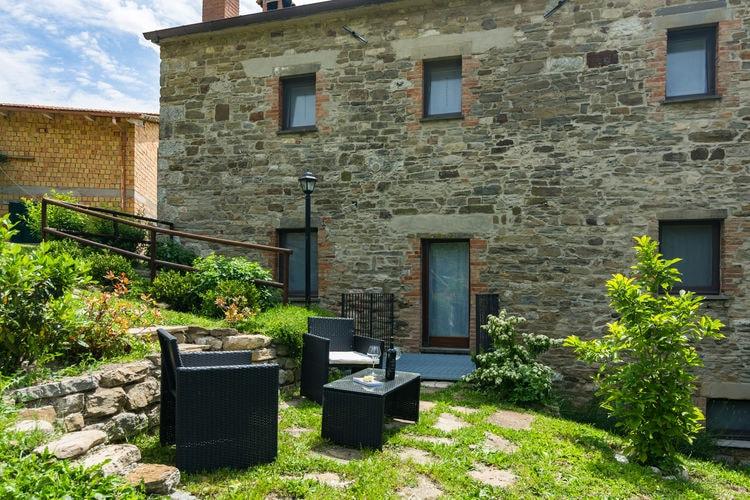 Marche Boerderijen te huur Agriturismo met zwembad in de heuvels, ongerepte natuur, wijnproeverijen