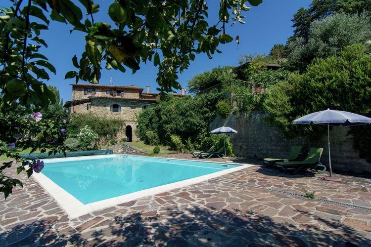 Gaiole-in-Chianti Vakantiewoningen te huur Gezellig appartament in de beroemde Chianti-streek, met een zwembad en terras