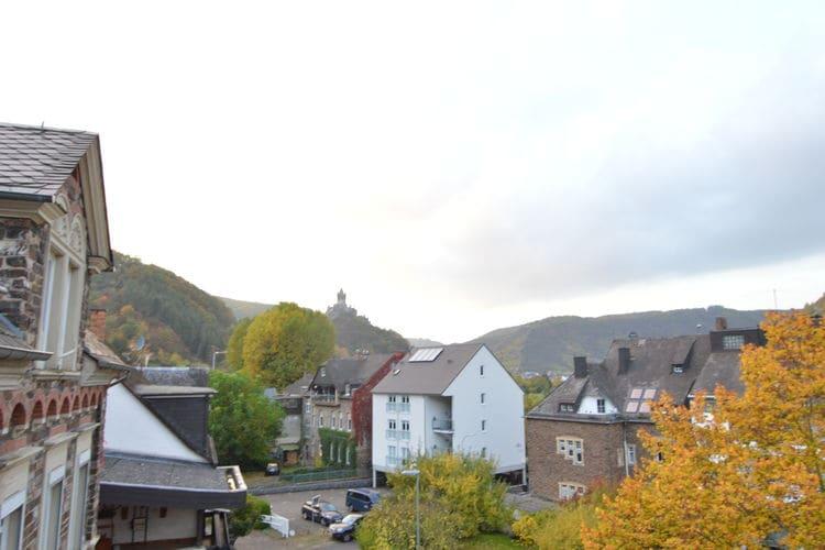 Duitsland Appartementen te huur Mooie en comfortabele bovenwoning met uitzicht op de oever de Moezel en de rijksburcht Cochem