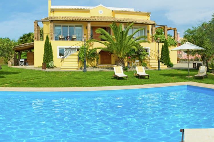 Villa met zwembad met wifi  Danillia Gouvia  Geweldig mooi, groot huis, alle luxe, groot zwembad, gym, tennisbaan, Corfu