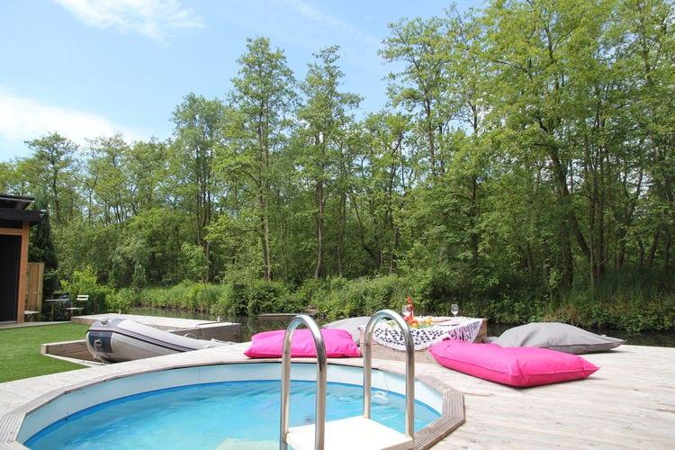 Vakantiewoning huren in Loosdrecht - met zwembad   met zwembad voor 4 personen  Op een mooi onderhouden en afgeslo..