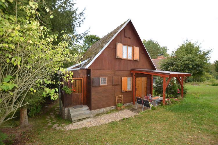 Gezellig huis met tuin en overdekt terras. Aan de oever van de rivier Nežárka