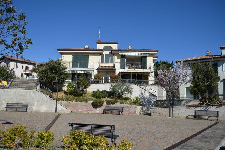 Emilia-Romagna Vakantiewoningen te huur Ruim appartement  in de heuvels, op eerste verdieping met spectaculair panorama.