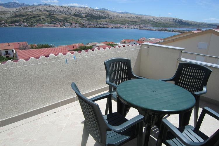 Kroatie Appartementen te huur Ruim appartement met terras en uitzicht op zee, barbecue in de tuin voor gebruik