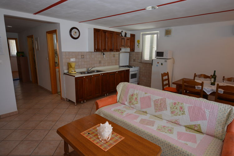 Ref: HR-00001-98 2 Bedrooms Price