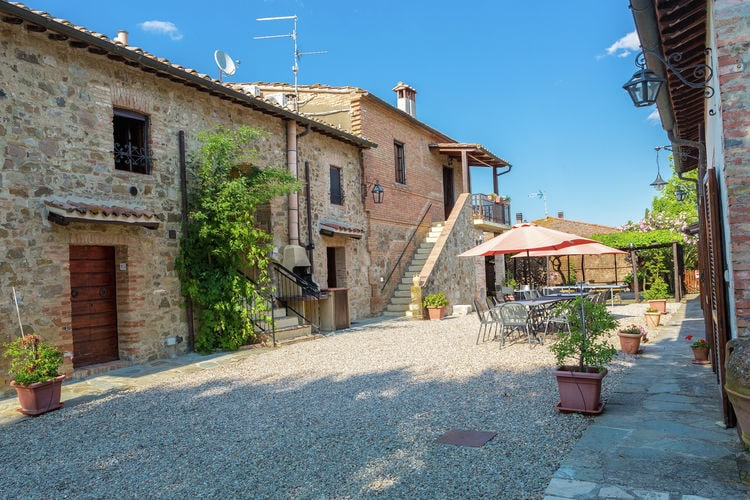Italie | Toscana | Villa te huur in Montalcino met zwembad  met wifi 18 personen