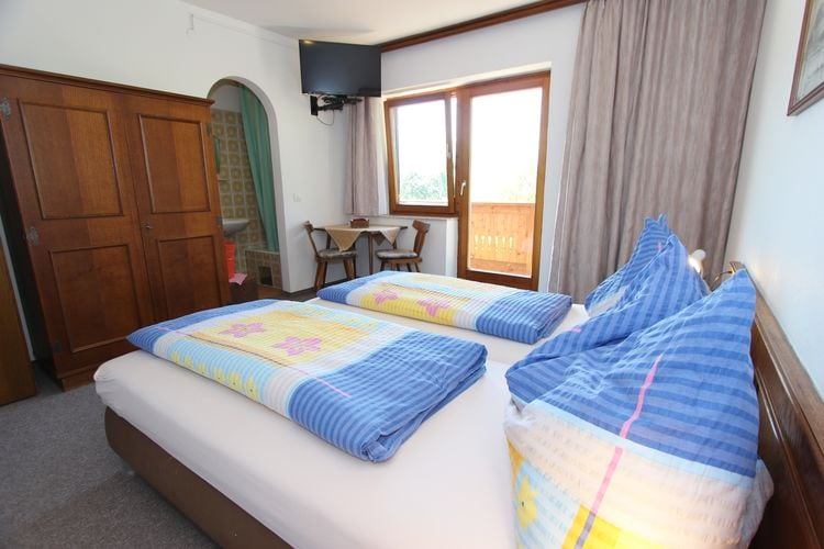 Ref: AT-5751-18 4 Bedrooms Price