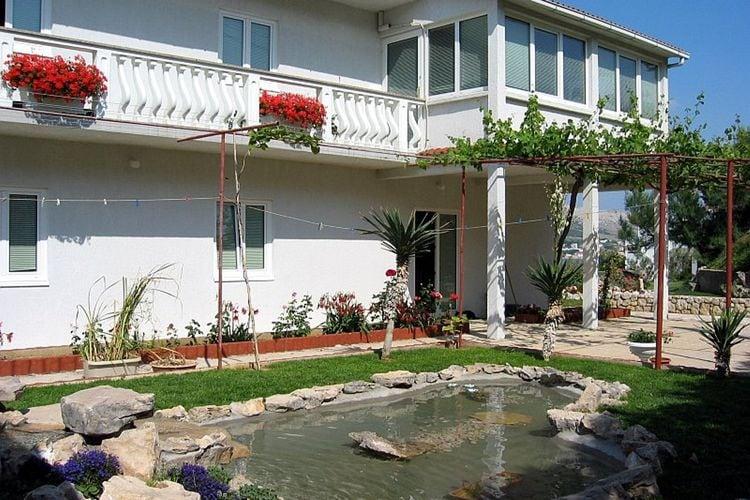Kroatie Appartementen te huur Ruim appartement met terras en een geweldig uitzicht op zee VEW, barbecue in de tuin voor gebruik