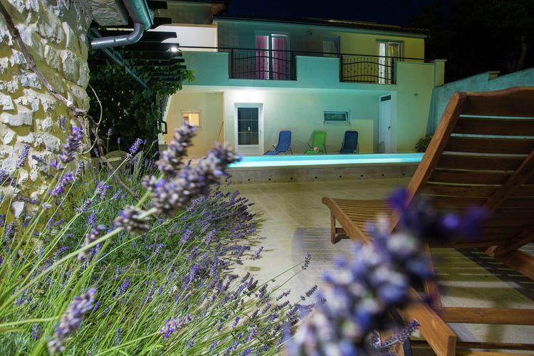 Villa Kroatië, Dalmatie, Zapuzane Villa HR-23420-01