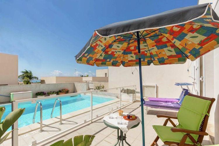 Sicilia Villas te huur Vrijstaande villa op slechts 800m van centrum Marina di Ragusa met privézwembad