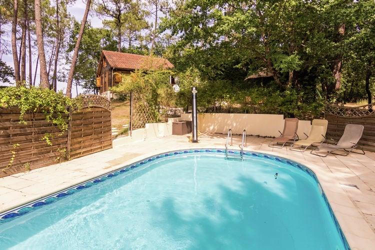 Dordogne Chalets te huur In bosrijke omgeving gelegen chaletwoning met privé zwembad.