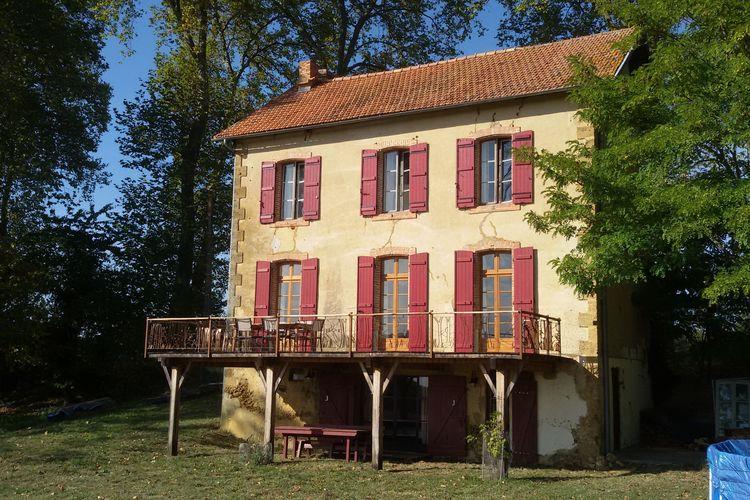 La maison aux volets rouge Ostallgau Midi-Pyrenees France