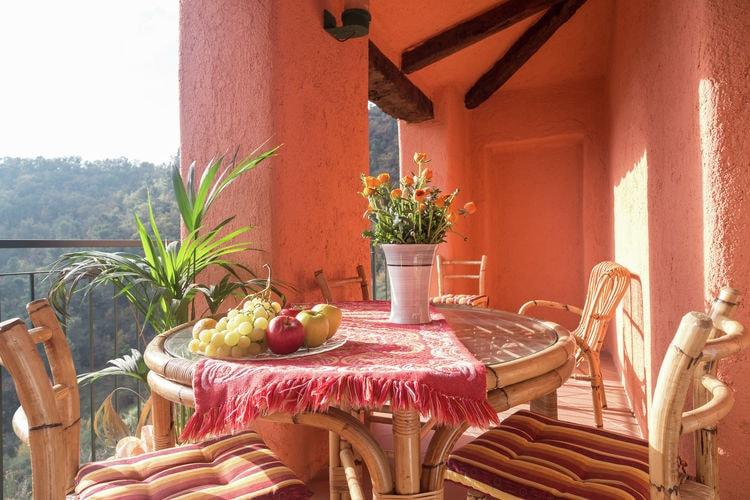 Vakantiewoning    Stellanello  Gelegen in het dorpje Caio ondergedompeld in de Mediterraanse vegetatie
